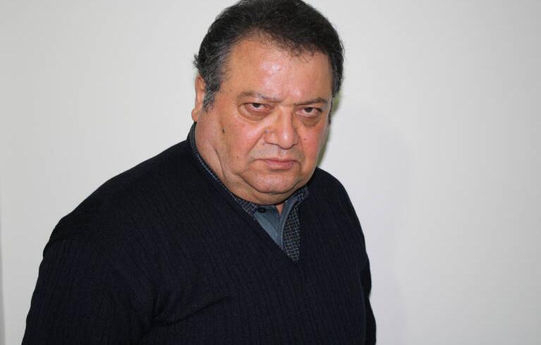 (تصاویر) تصاویری از ورود زندهیاد محمد مطیع به ایران در دهه هشتاد