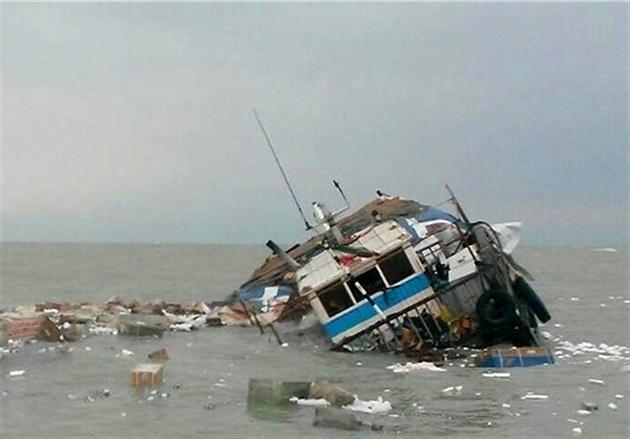 غرق شدن لنج باری در آبهای خلیج فارس
