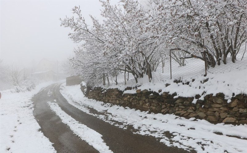 بارش برف و باران در جادههای ۳ استان