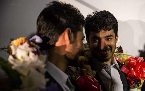 (تصاویر) بازگشت ۴ مرزبان ربوده شده به کشور