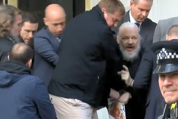 پلیس انگلیس «جولیان آسانژ» را بازداشت کرد