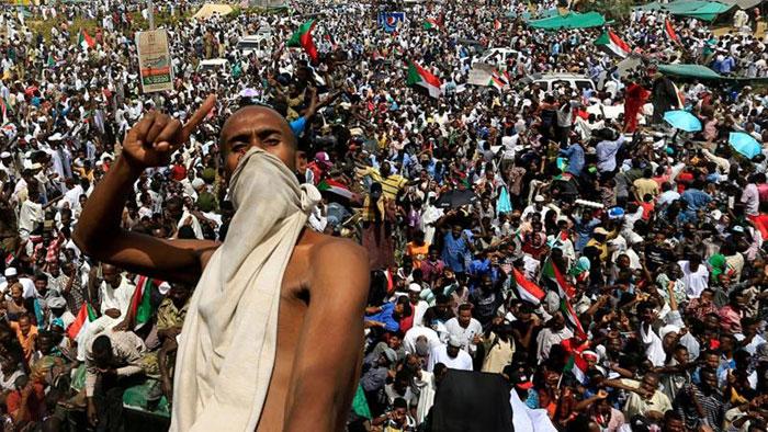 چه اتفاقی در سودان رخ داد؟/ چرا مردم نظامیان را پس میزنند؟