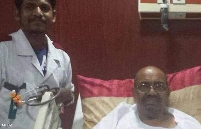 اولین عکس منتشر شده از عمرالبشیر پس از سرنگونی