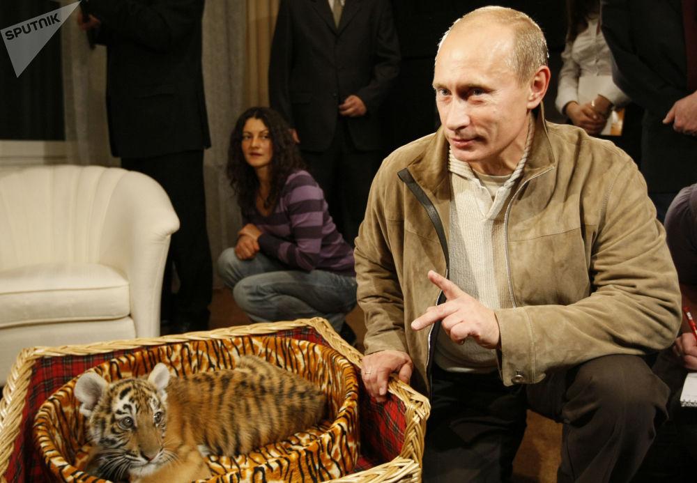 (تصاویر) هدایایی که ولادیمیر پوتین را سورپرایز کردند