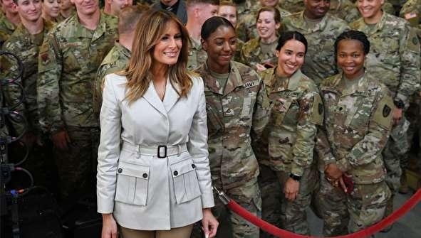 (تصاویر) ملانیا ترامپ در جمع نظامیان و خانوادههایشان