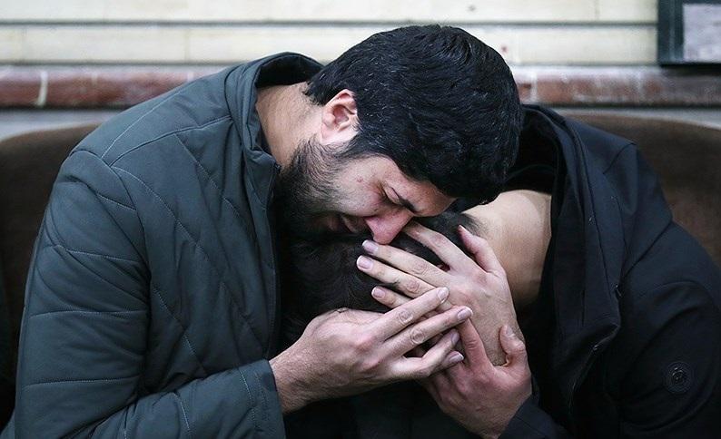 (تصاویر) اشکهای فرزند سردار قاسم سلیمانی