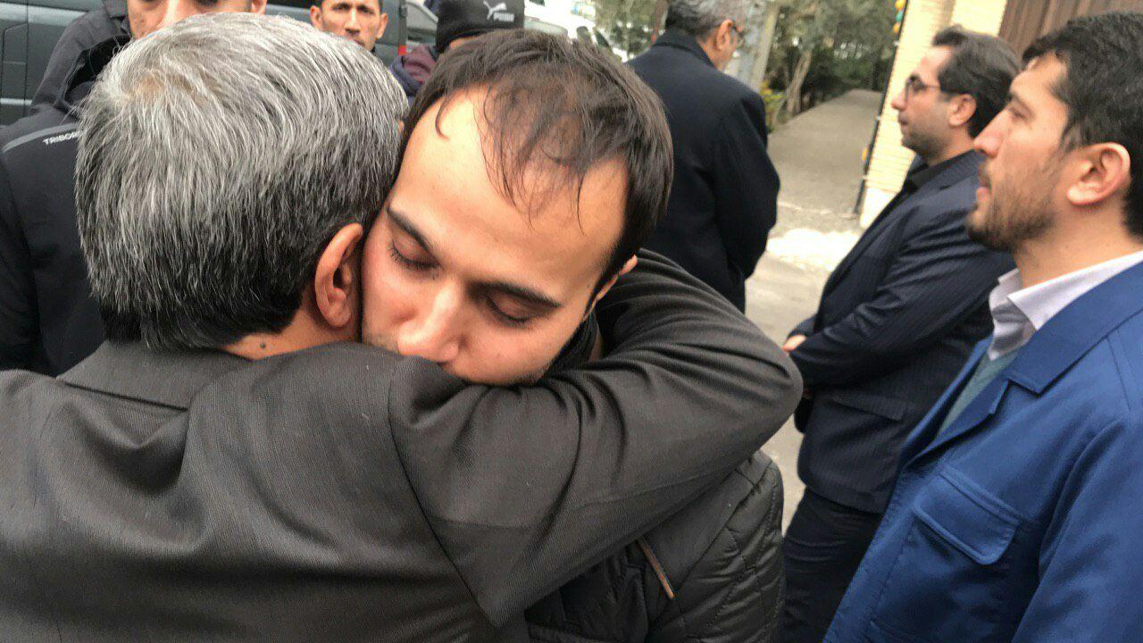(عکس) فرزند شهید سلیمانی در آغوش احمدینژاد