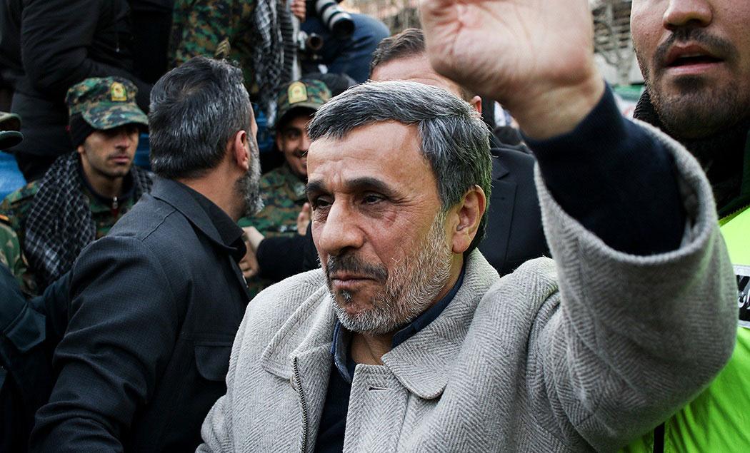 (عکس) احمدینژاد در مراسم تشییع پیکر سردار سلیمانی