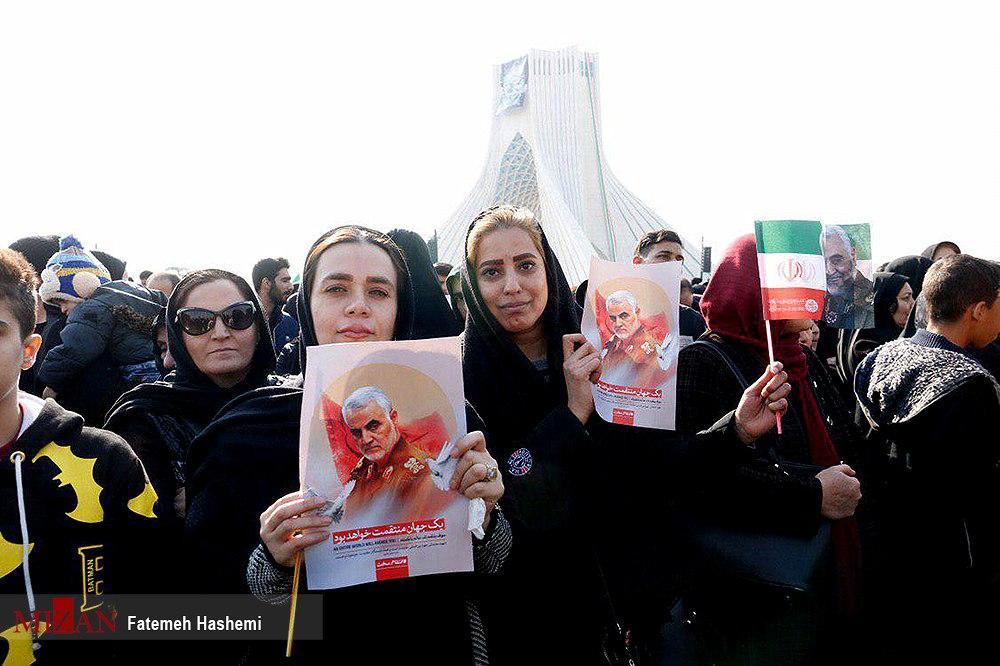 (تصاویر) حضور زنان با پوششهای متفاوت در تشییع سردار سلیمانی
