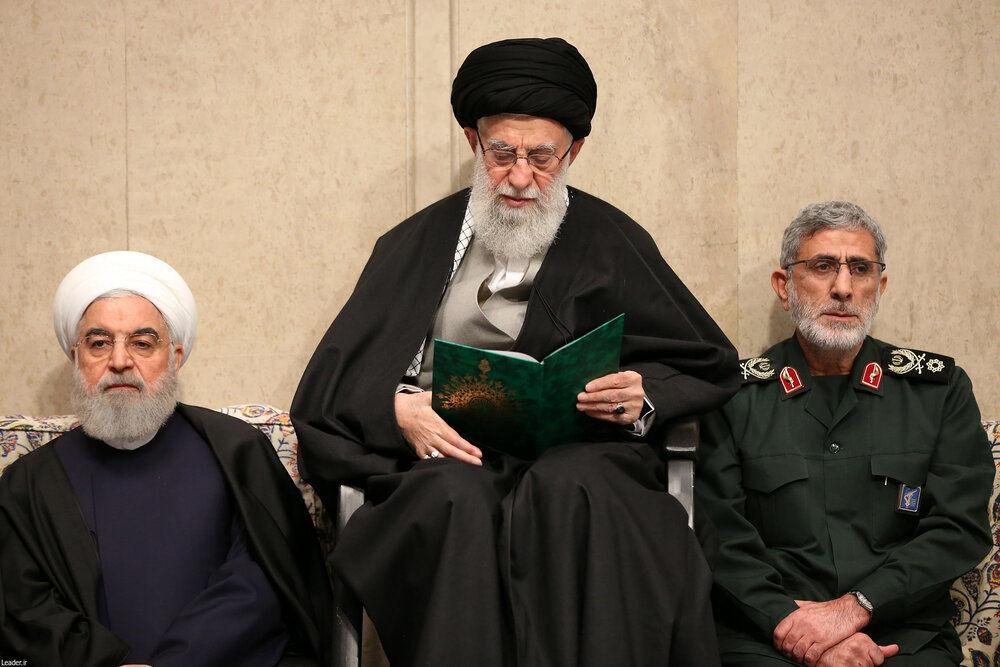 (عکس) سردار قاآنی در کنار رهبر انقلاب در مراسم بزرگداشت شهید سلیمانی