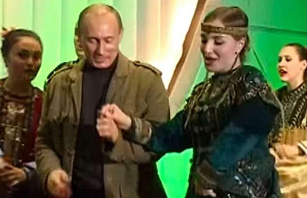 (ویدئو) رقصیدن پوتین و جورج بوش با زنان روس