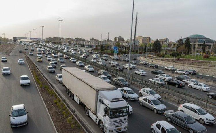 ترافیک نیمهسنگین در آزادراه تهران- کرج و کرج- قزوین