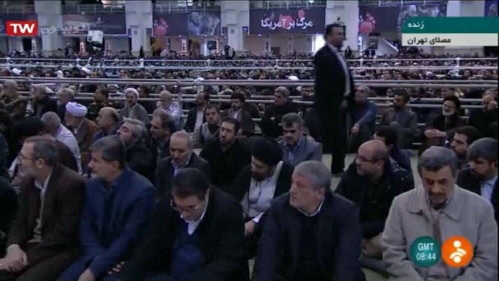 (تصویر) احمدینژاد در صف اول نماز جمعه امروز تهران