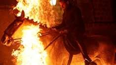 (تصاویر) تطهیر آئینی روح اسبها با آتش