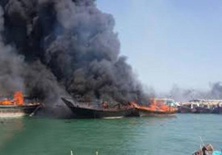 سه فروند لنج صیادی در بندرلنگه آتش گرفت