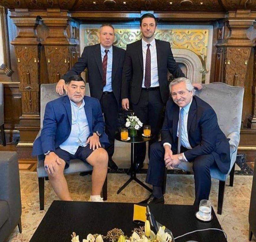 (عکس) لباس عجیب مارادونا برای دیدار با رئیسجمهور آرژانتین