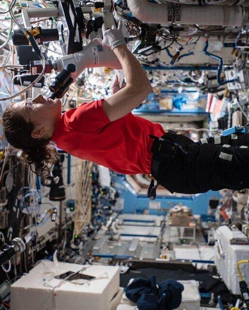 (تصاویر) رکورد حضور یک زن در فضا شکسته شد
