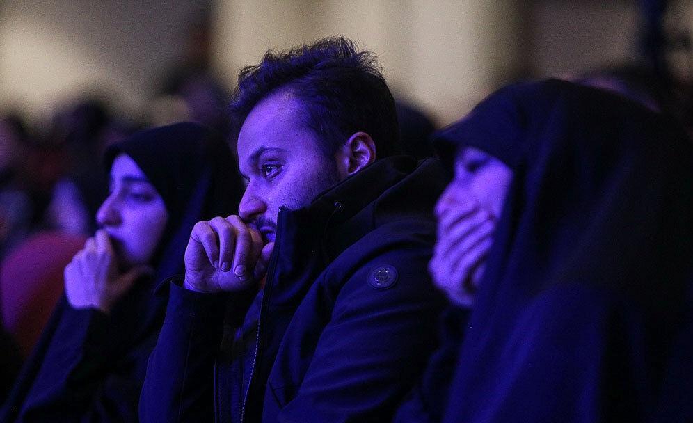(تصاویر) اشکهای فرزندان سردار سلیمانی در فراق پدر