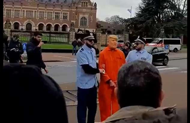 بازداشت و محاکمه نمادین ترامپ