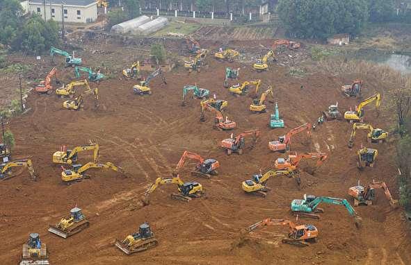 (تصاویر) ساخت بیمارستان ۱۰۰۰ تختخوابی در ۱۰ روز