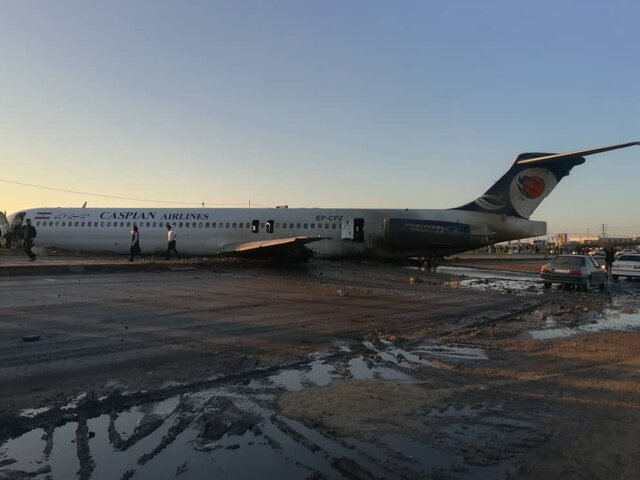 (ویدئو) هواپیمای مسافربری تهران - ماهشهر از باند خارج شد