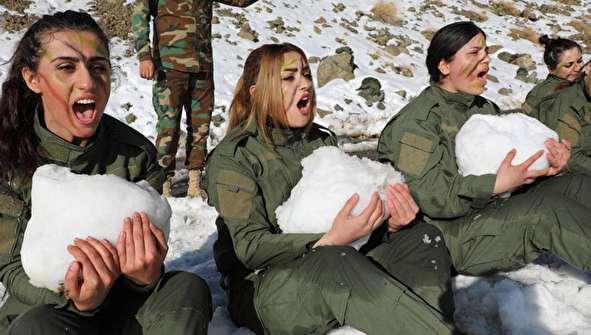 (تصاویر) آموزش نظامی زنان و مردان پیشمرگه در برف