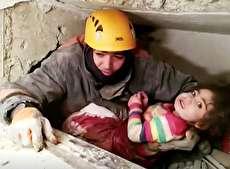 (ویدئو) نجات دختربچه از زیر آوار زلزله پس از ۲۴ ساعت