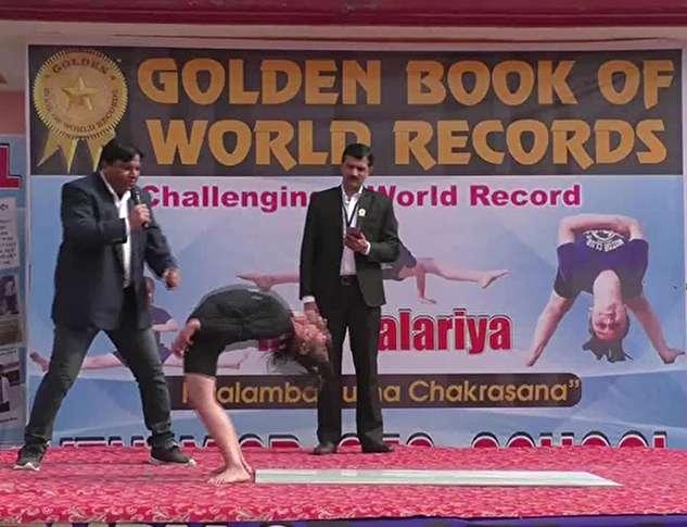 رکوردشکنی در سختترین حرکت یوگا توسط یک دختر