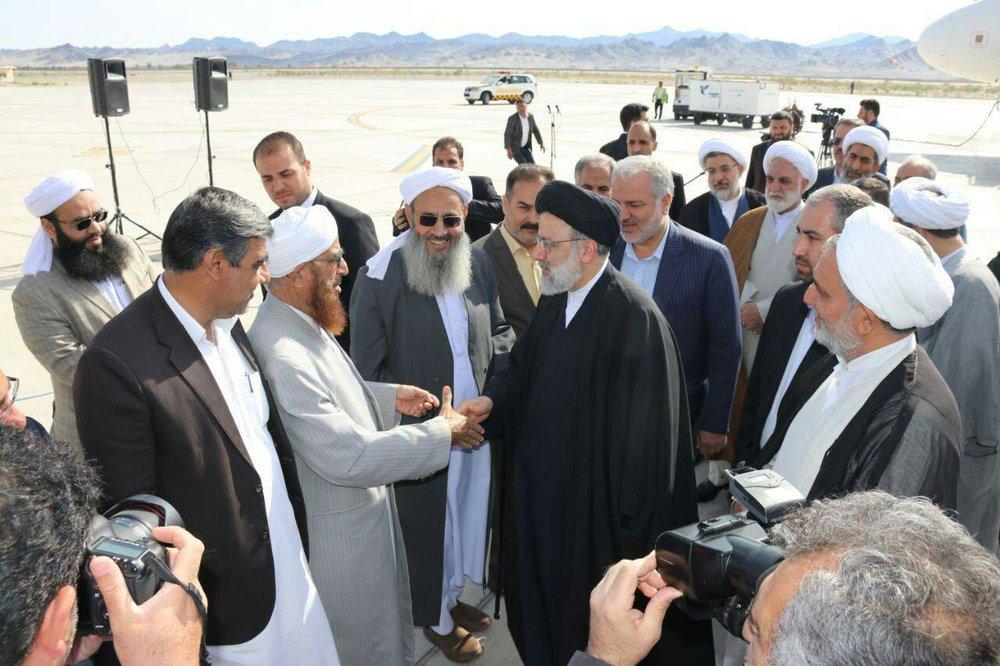 (تصویر) استقبال مولوی عبدالحمید از حجتالاسلام رئیسی