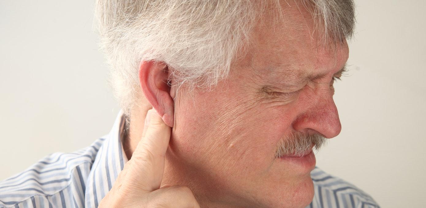 خشکی و گرفتگی گردن ناشی از چیست و چگونه درمان میشود؟