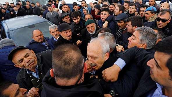 (تصاویر) ضرب و شتم کمال قلیچدار اوغلو مخالف برجسته اردوغان
