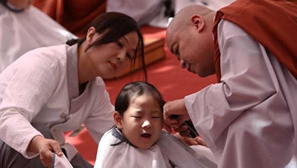 (تصاویر) کودکانی که به اجبار راهب بودایی میشوند