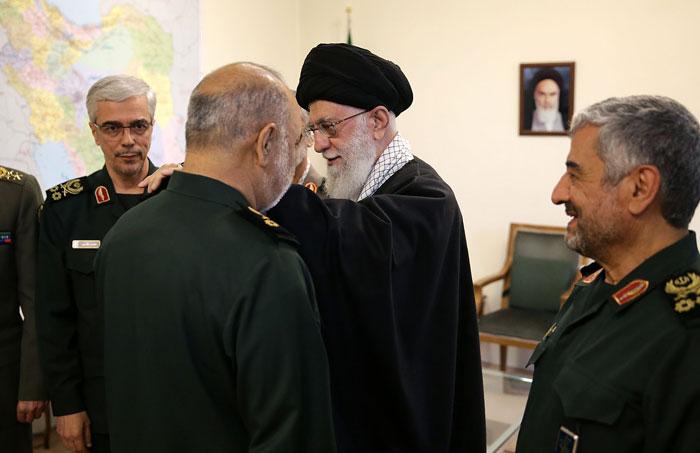 (تصاویر) اعطای درجه سرلشکری به سردار سلامی