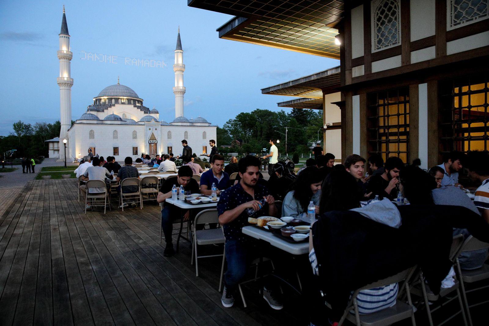 ( تصاویر) شروع ماه مبارک رمضان در سراسر جهان از قاب دوربین عکاسان