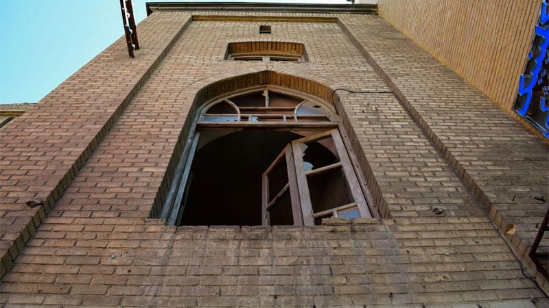 (تصاویر) بانک کارگشایی همدان در معرض تخریب