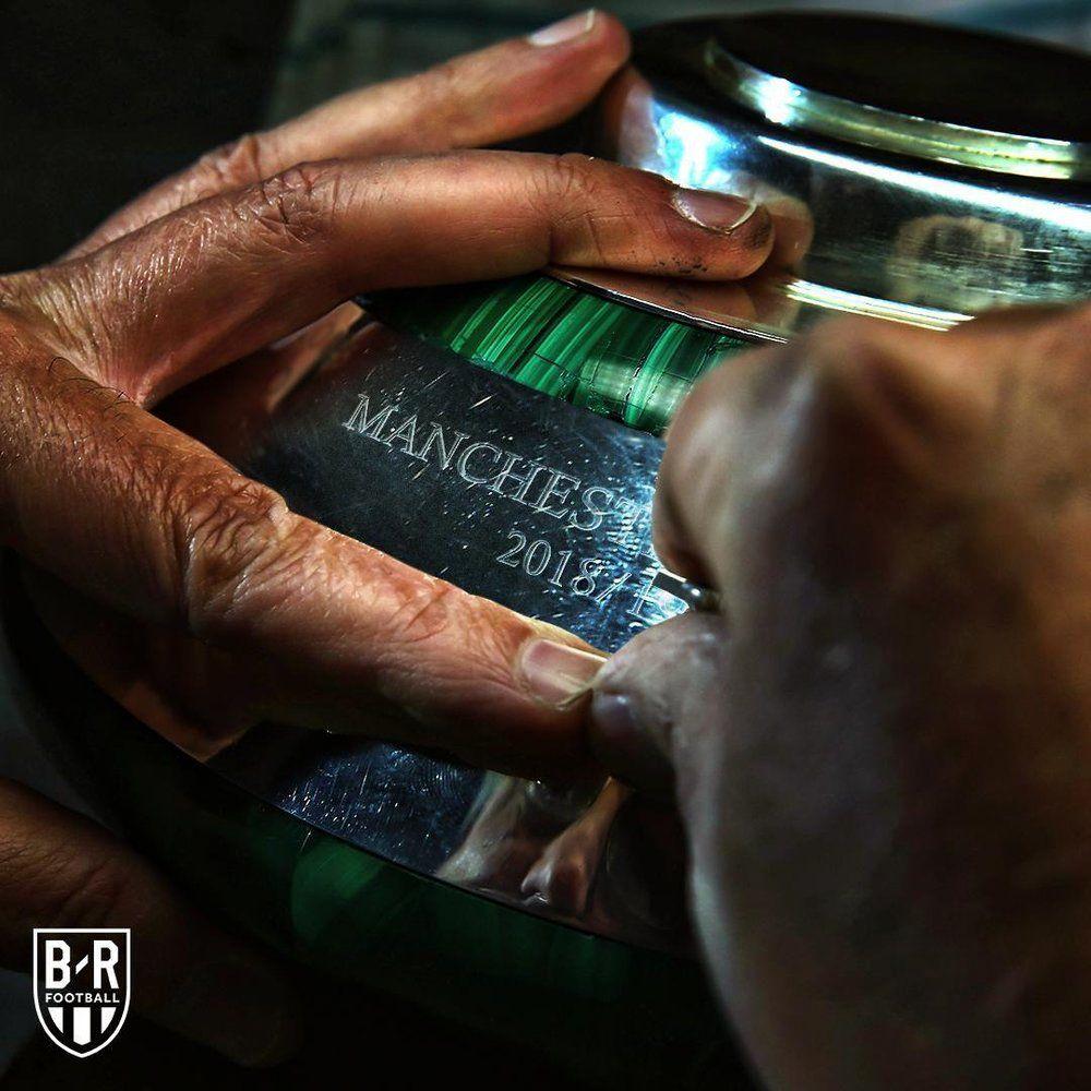 (عکس) حک شدن نام سیتی بر روی جام لیگ برتر