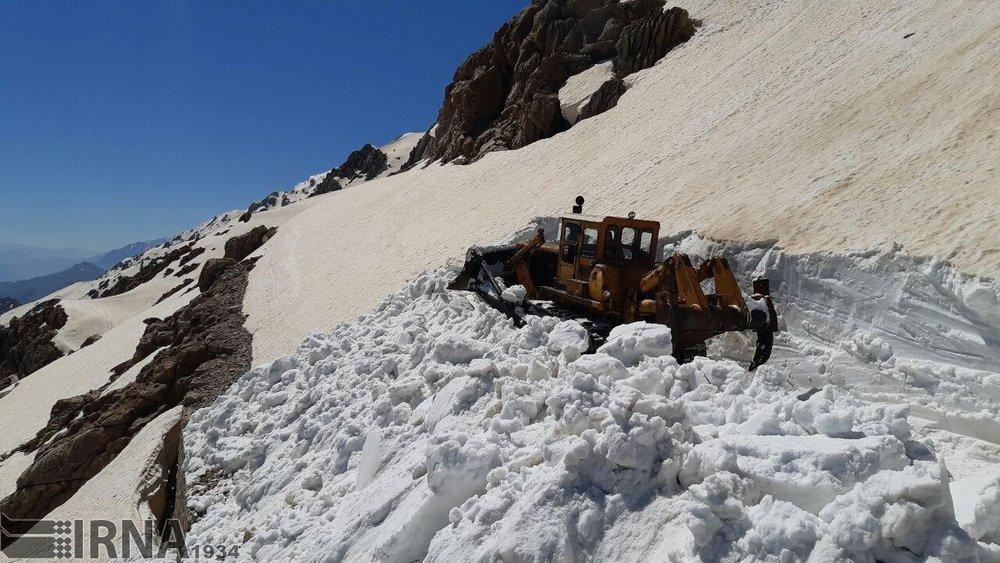 (تصاویر) برف عجیب در گردنه تته کرمانشاه!