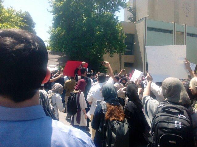 تجمع در اعتراض به ضوابط جدید پوششی در دانشگاه تهران