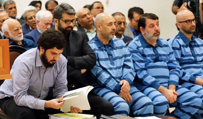 (تصاویر) حضور داماد وزیر در دادگاه بانک سرمایه