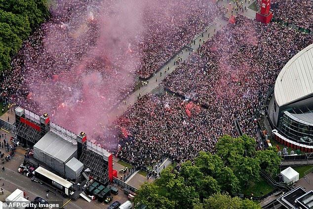 (تصویر) جشن قهرمانی آژاکس، هلند را تعطیل کرد!