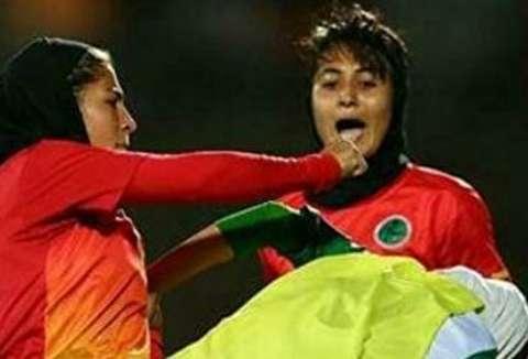 (تصاویر) درگیری و بزن بزن دختران فوتبالیست در لیگ برتر
