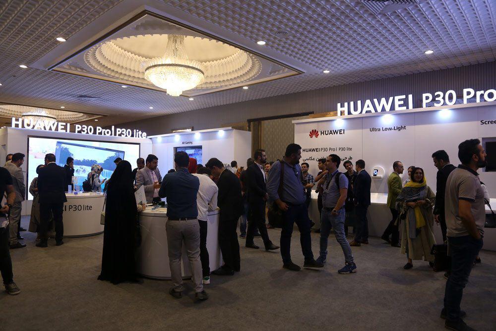 از گوشیهای جدید سری  Huawei P با حضور اهالی رسانه رونمایی شد