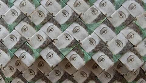 (تصاویر) خلق آثار هنری با اسکناسهای ونزوئلا!