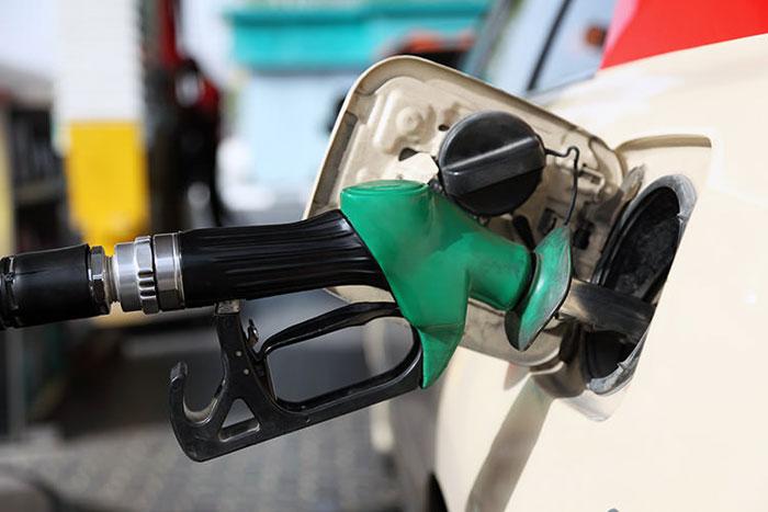معمای بنزین؛ دولت با قیمت سوخت چه کند؟