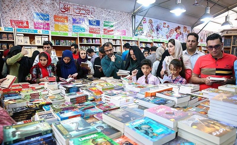 نمایشگاه کتاب تهران یک ساعت تمدید شد