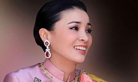 (تصاویر) ملکه تایلند در لباسهای مختلف!