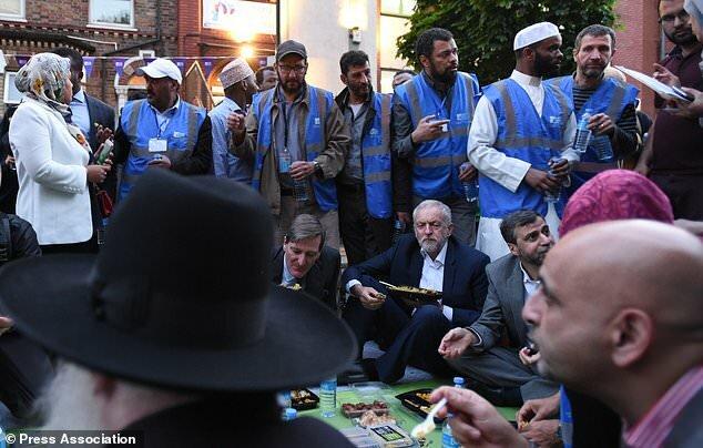 (تصاویر)حضور جرمی کوربین در مراسم افطار با مسلمانان