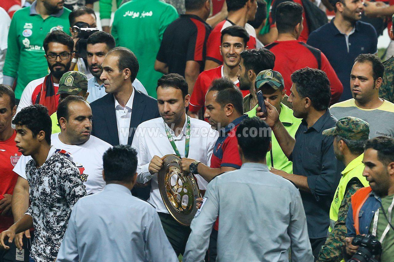 (تصاویر) جام را از دست محسن خلیلی زدند!