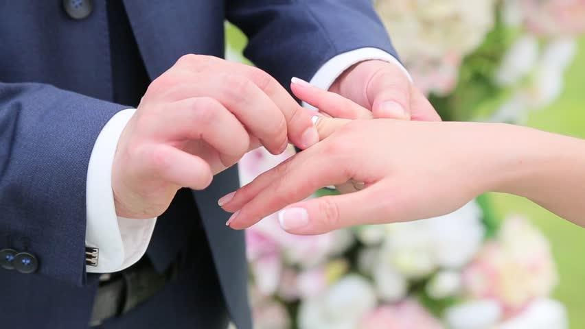 ارثیهام را به شوهر جوانم بخشیدم که طلاقم ندهد!