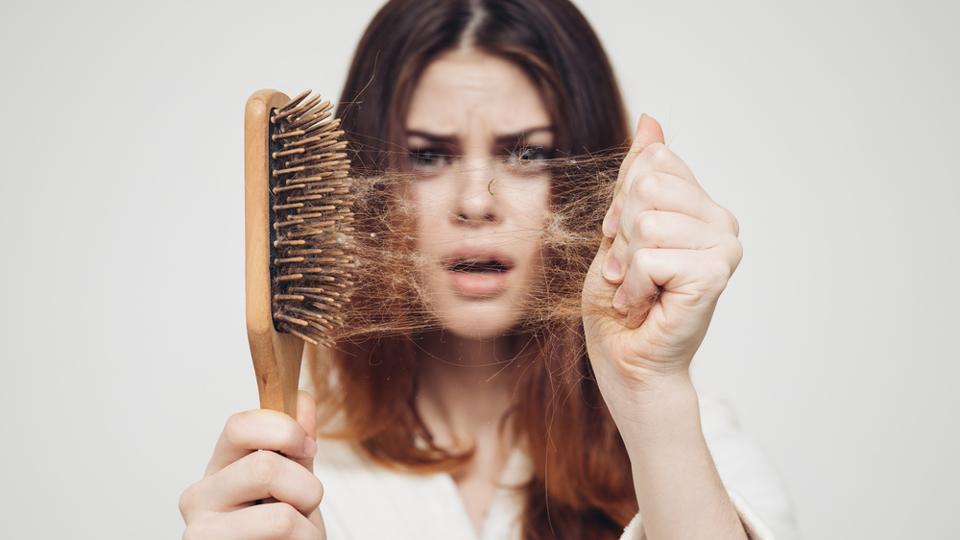 بایدها و نبایدهای مقابله با ریزش مو